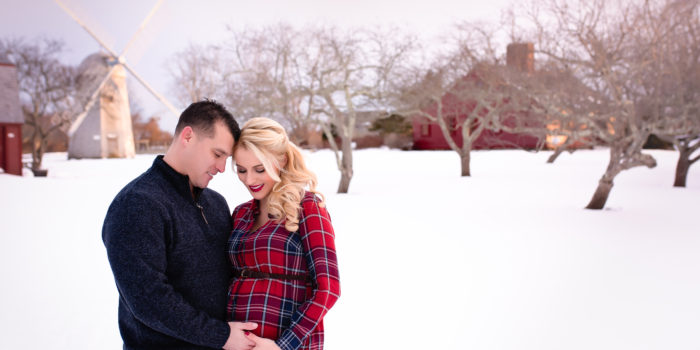 Winter Maternity Photographer   Snow Flurries   Family Photography