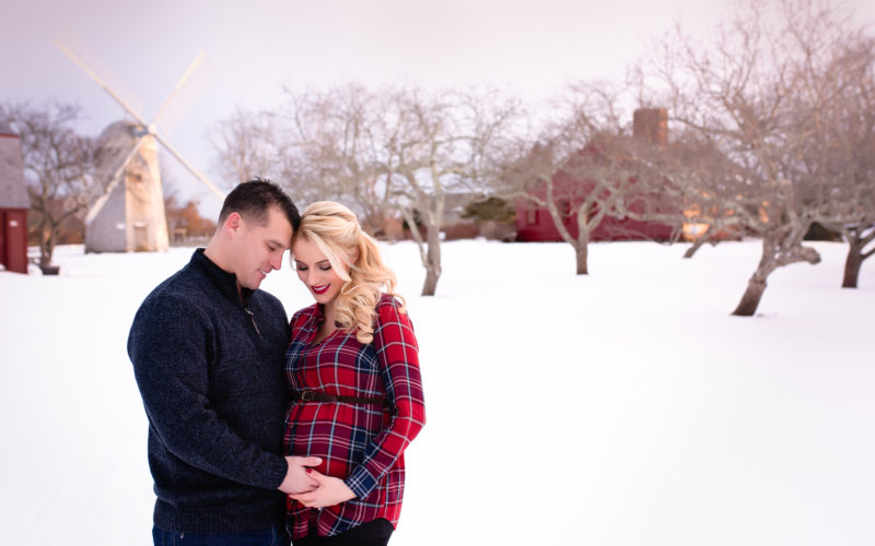 Winter Maternity Photographer | Snow Flurries | Family Photography